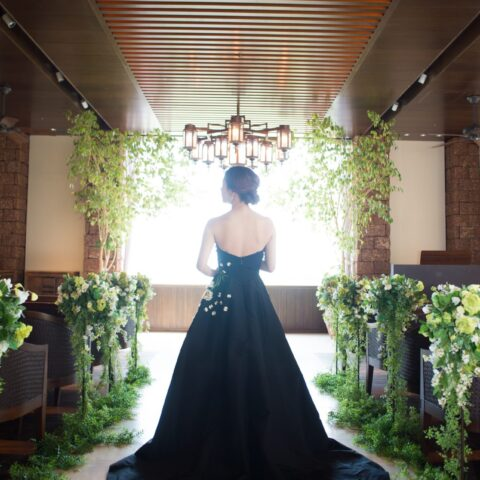 ザ・ルイガンズの前撮りで、トレンド感あるお写真が残せるザ・トリート・ドレッシングのレンタルカラードレス
