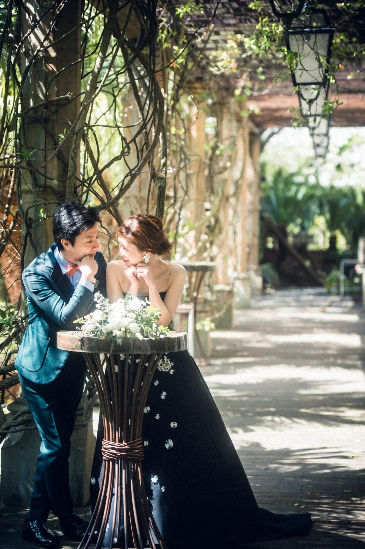ザ・ルイガンズの前撮りはグリーンに包まれた最高のロケーションで、ザ・トリート・ドレッシングで新規のレンタルカラードレスとぴったり