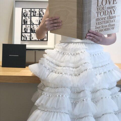 トリートドレッシング横浜店限定のヴィクターアンドロルフのウェディングドレスでスタイリッシュに演出