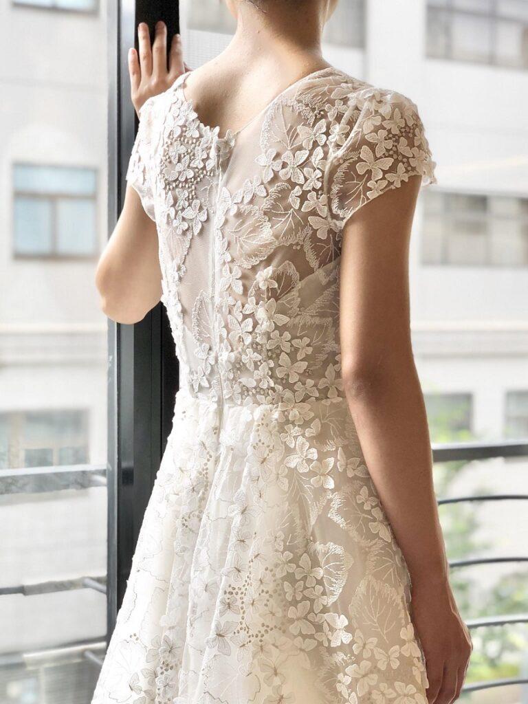 トレンドのボヘミアンスタイルのウェディングドレスはレストランウエディングやアットホームな結婚式にぴったり