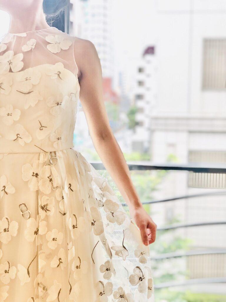 披露宴や二次会におすすめのバーニーズニューヨーク横浜店らしいファッショナブルなドレスは横浜みなとみらいでのウェディングにぴったり