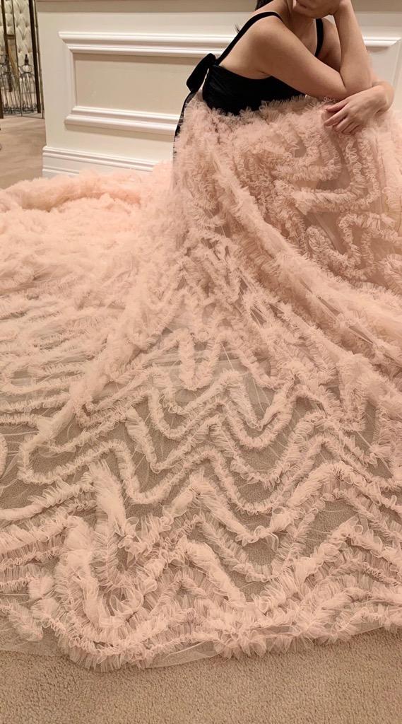 THE TREAT DRESSING旧居留地店に届いたフェミニンさとモダンさを兼ね備えたTREAT MAISONの新作カラードレス