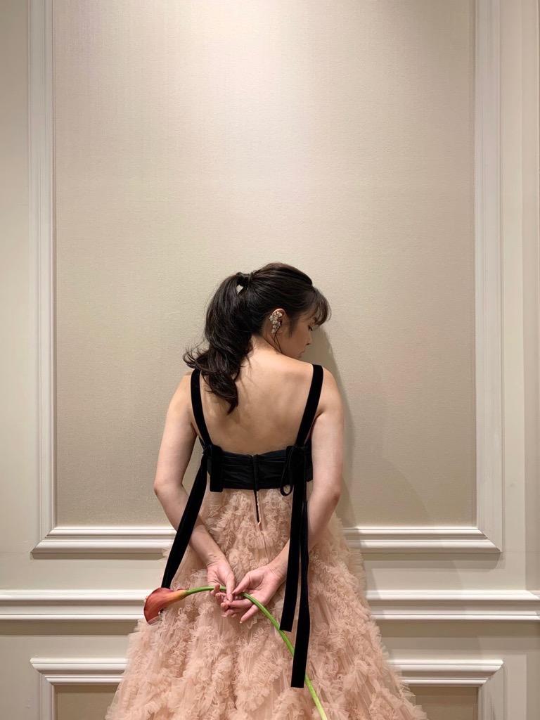お色直しや前撮りでオススメのボリュームたっぷりのAラインのカラードレス