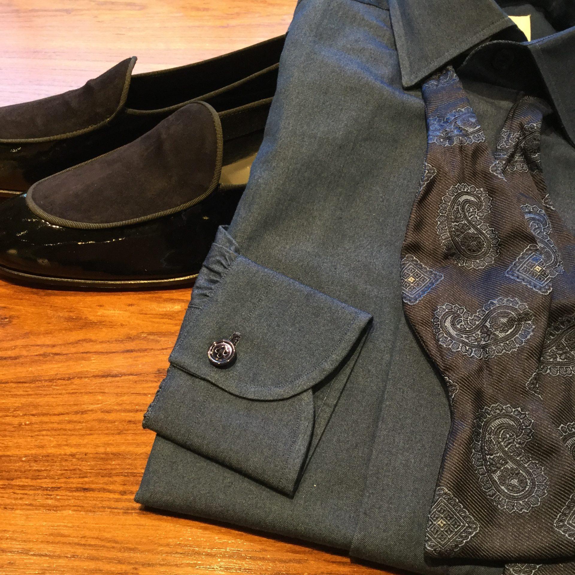 トリートジェントルマンがご紹介するタキシードにアヴィーノラボラトリオナポレターノのシャツを合わせたコーディネート