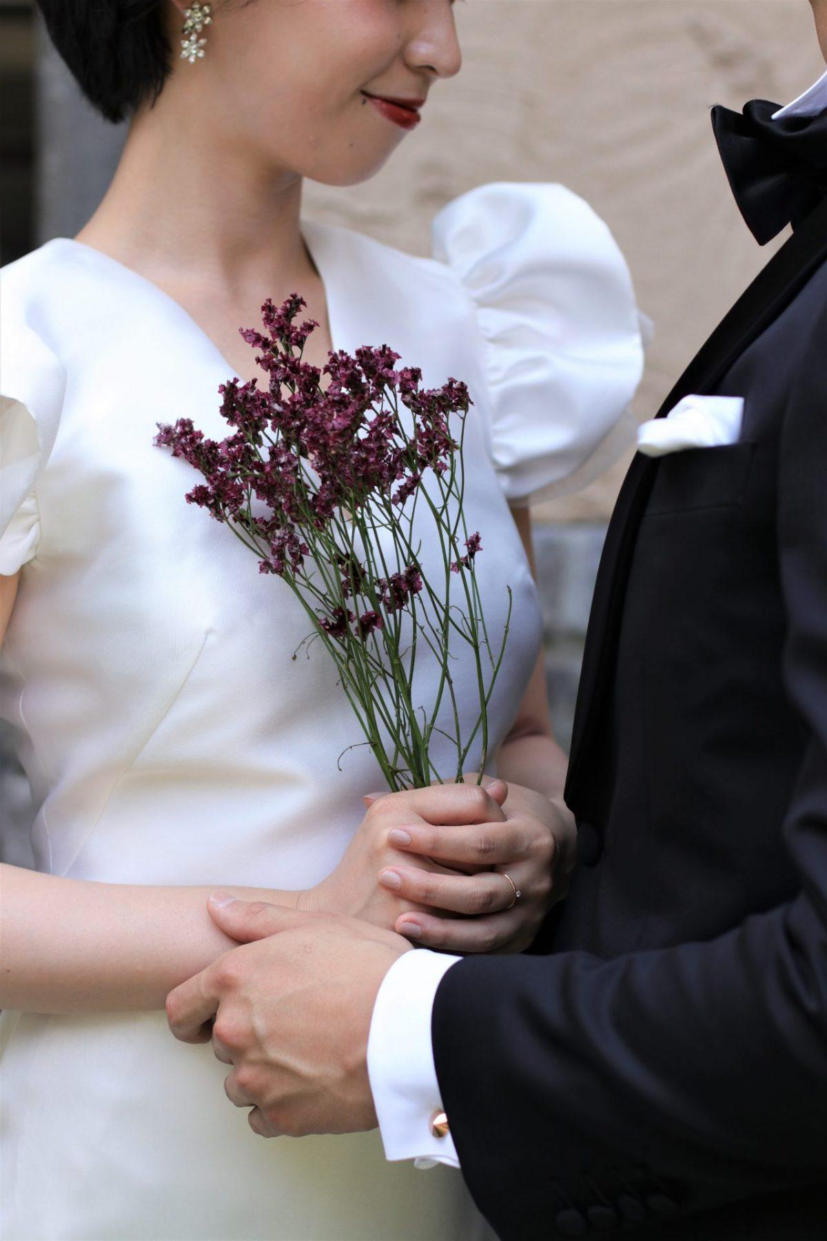 赤坂プリンスクラシックハウスの専属提携ドレスショップである、THETREATDRESSINGADDITION店に新作入荷したハーフペニー・ロンドンは、秋の結婚式ではボルドーや赤のブーケを合わせるとおしゃれな花嫁に人気がでそうです。