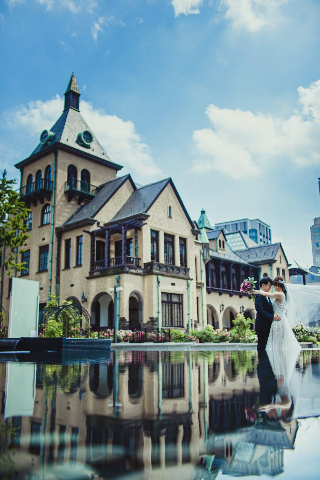 赤坂プリンスクラシックハウス専属のドレスショップ ザ・トリート・ドレッシングのブラックタキシードやインポートウェディングドレスを着て行うお洒落なロケーション撮影は、2020年冬から2021年春の挙式のお客様現在ご検討中です