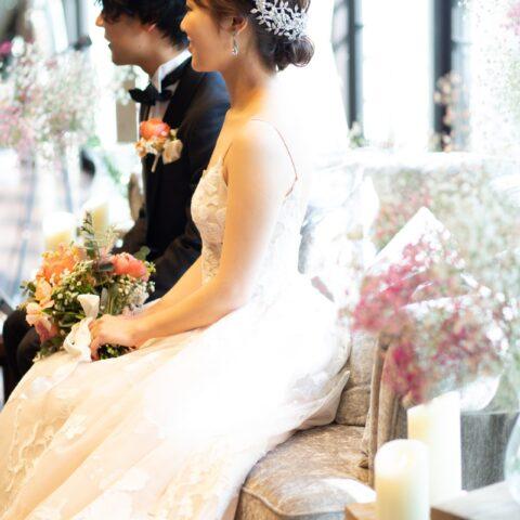 ザ・トリート・ドレッシング・京都店よりご提案するナチュラルでアットホームなパーティーにおすすめのウェディングドレスとタキシードのコーディネート