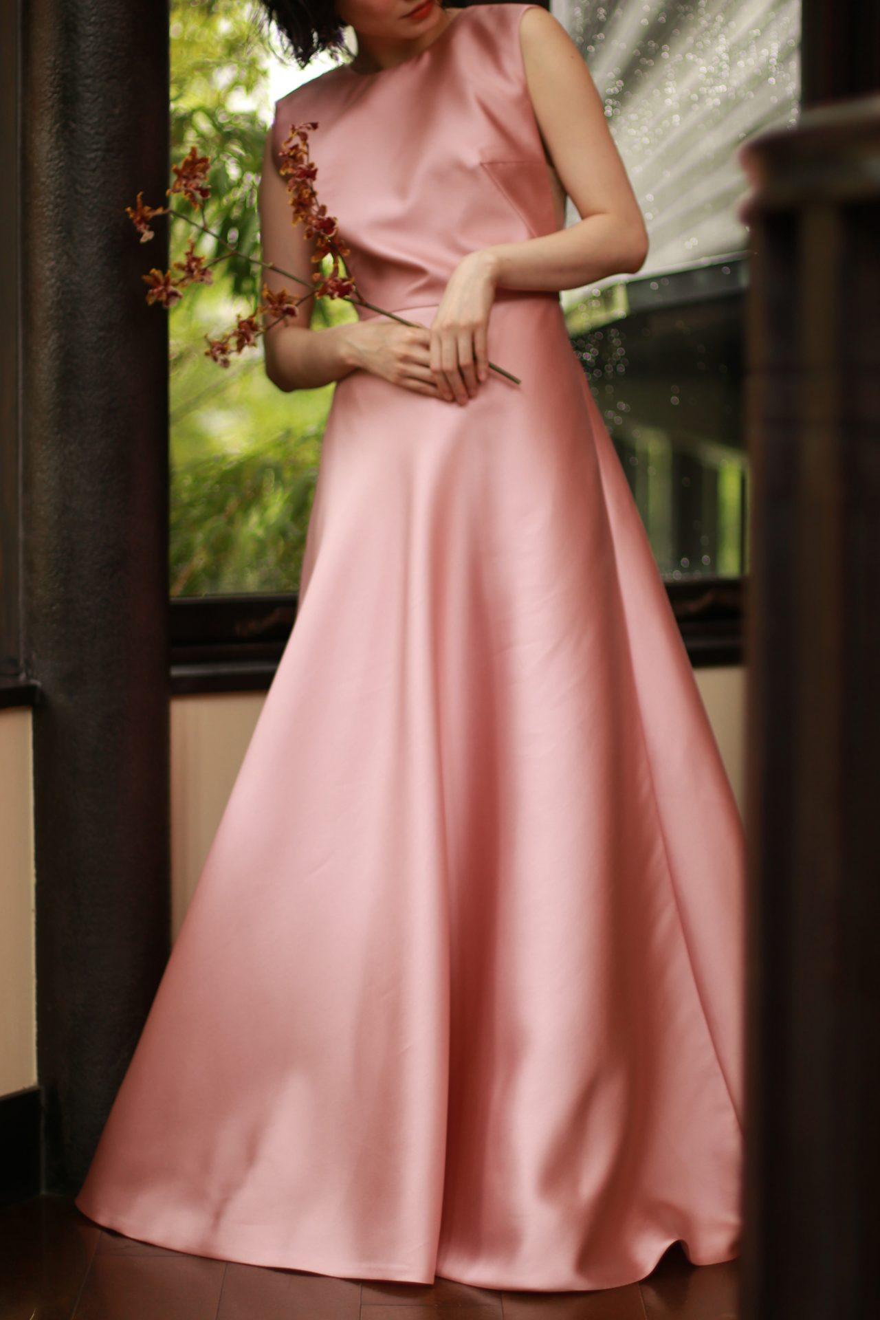 トリートドレッシング名古屋店で取り扱う大人の花嫁様におすすめリームアクラのピンクのカラードレス