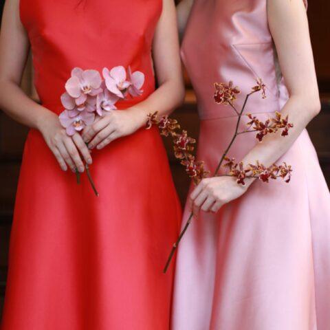 トリートドレッシング名古屋店で取り扱う光沢のあるサテンが綺麗なリームアクラの赤とピンクのAラインドレス