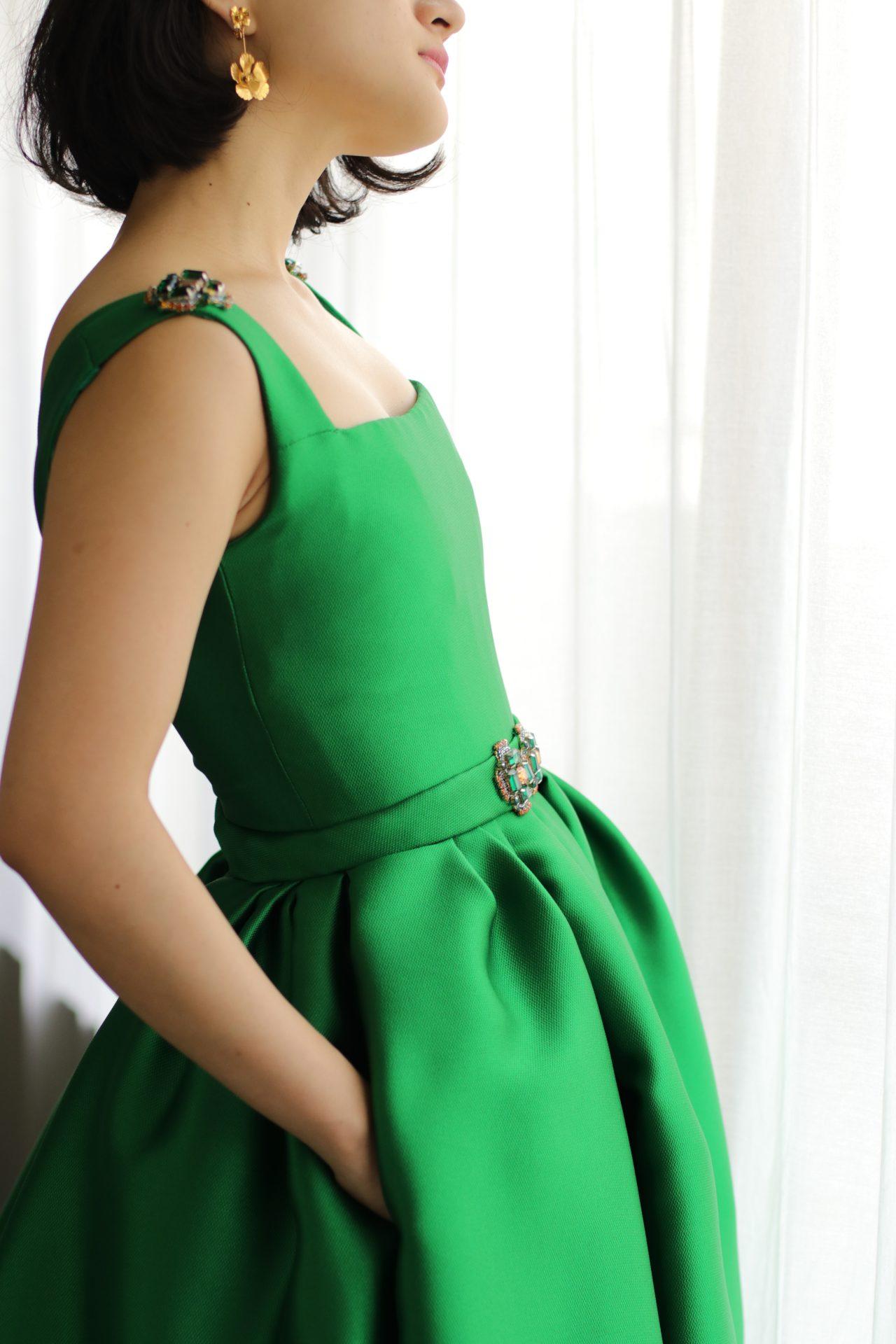 東京表参道にあるドレスショップザ・トリート・ドレッシングアディション店に、日本の花嫁様から絶大な人気を誇るリームアクラより、上品なグリーンの新作カラードレスが入荷いたしました。