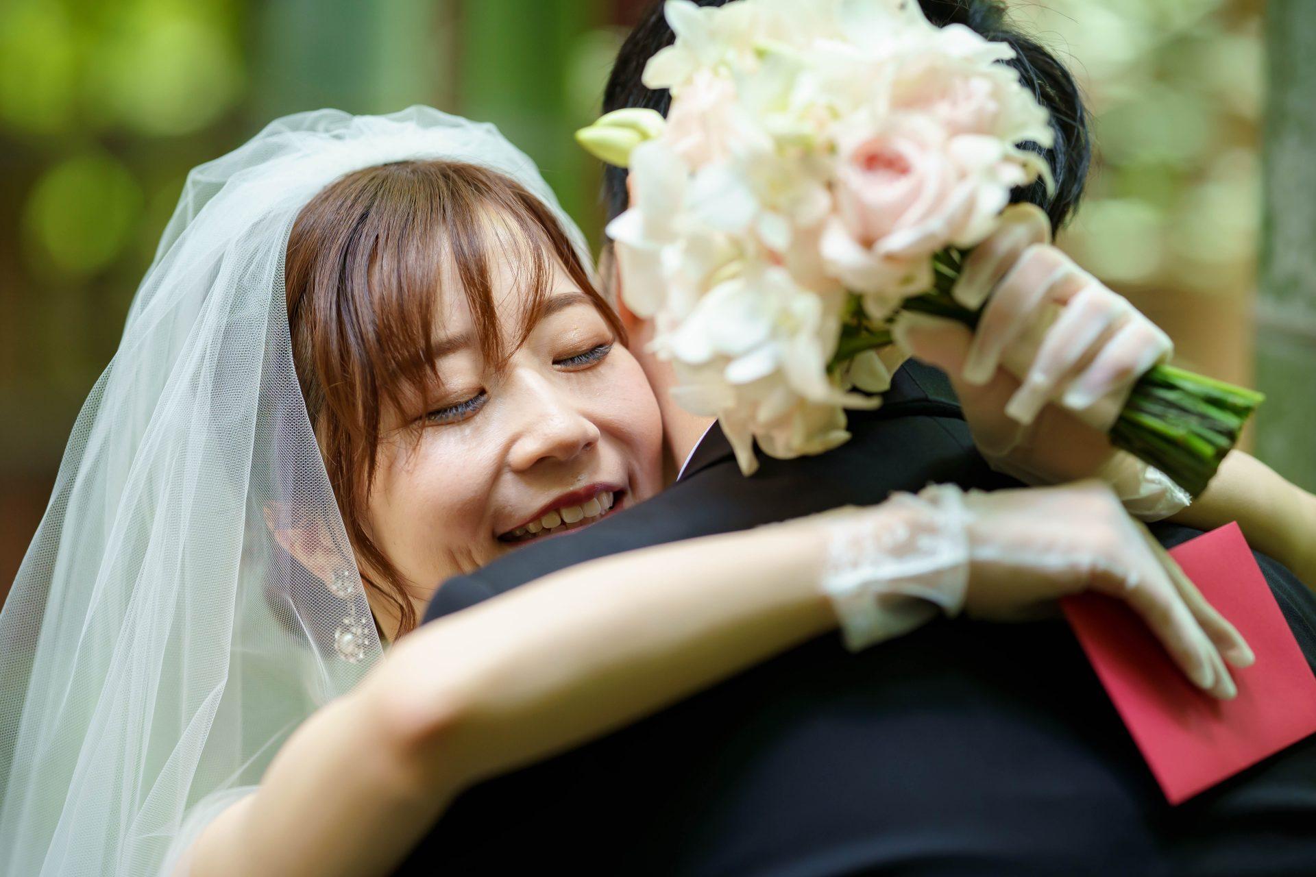 フォーチュンガーデン京都店の提携会場フォーチュンガーデン京都で結婚式を挙げられる新婦様におすすめの透明感が美しい無地ベールとお洒落なパールのイヤリング