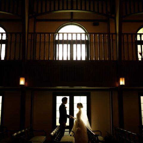 フォーチュンガーデン京都の前撮りでも人気なスポットに映えるモニークルイリエの透明感あふれるウェディングドレス