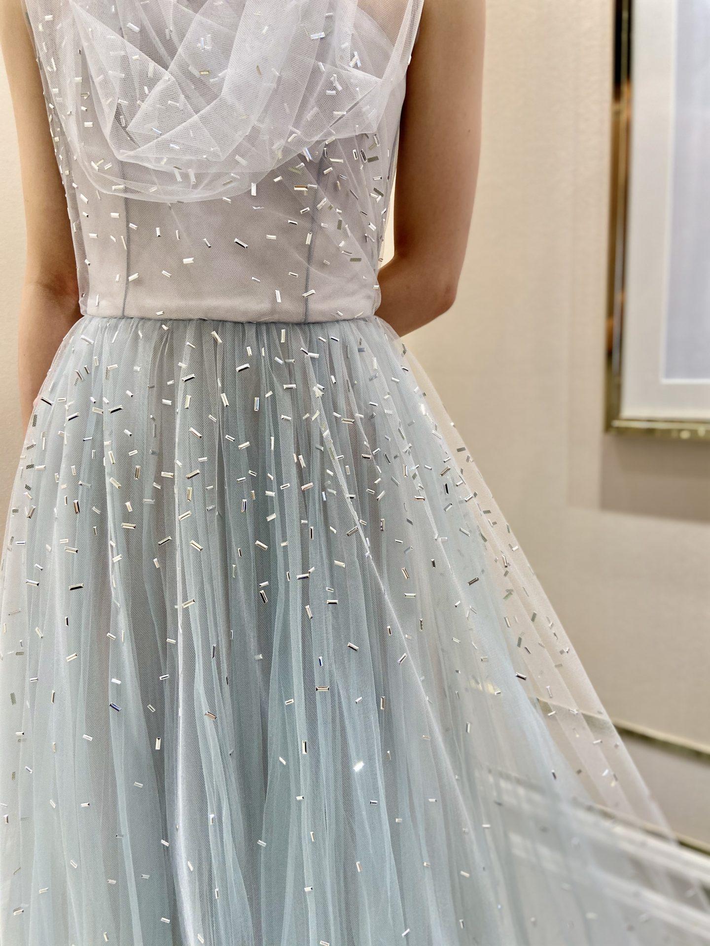 透明感のあるチュールとビジューが幻想的なザ・トリート・ドレッシングのカラードレス