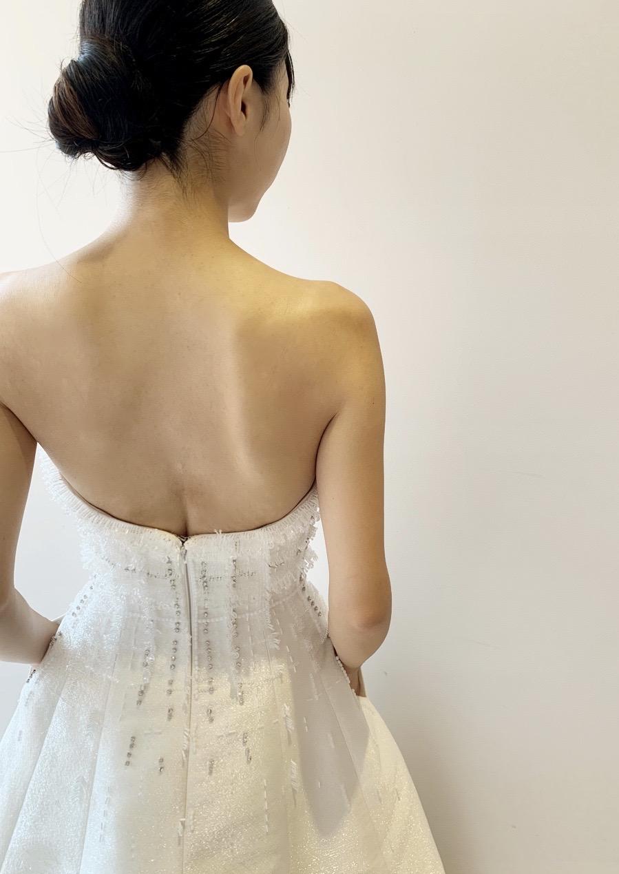 ヴィクターアンドロルフマリアージュのクラシカルさとモダンなデザインのインポートウエディングドレス