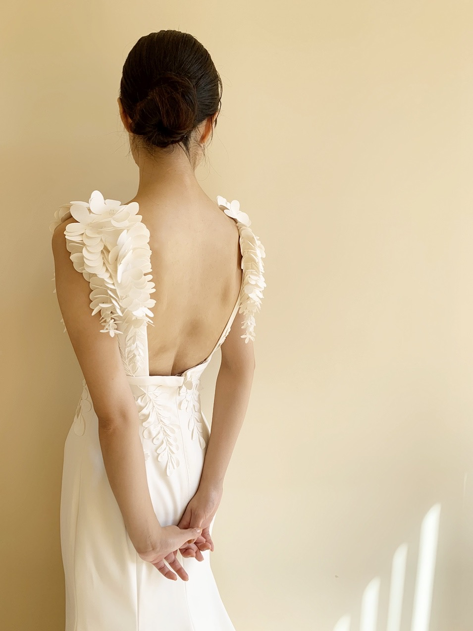 ザ・トリート・ドレッシング京都の上品でモダンなデザインのビクターアンドロルフマリアージュのウエディングドレス
