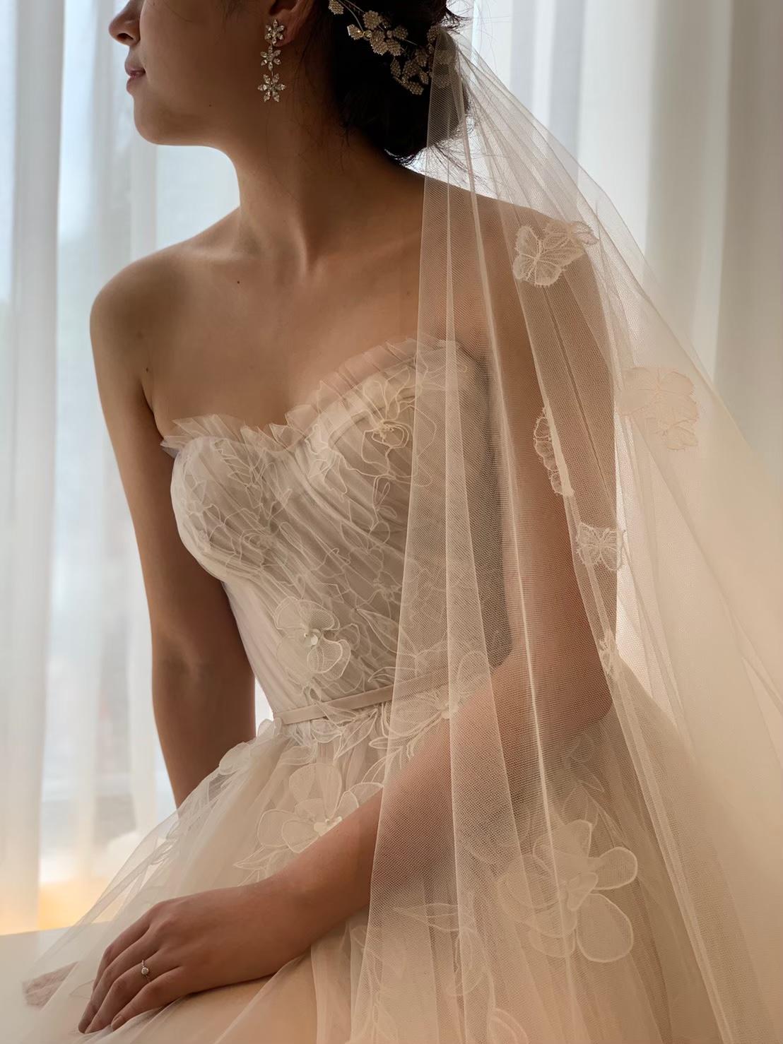 THE TREAT DRESSING名古屋店で人気のミラ・ズウィリンガーのブラッシュカラーの柔らかいチュールのAラインのドレス