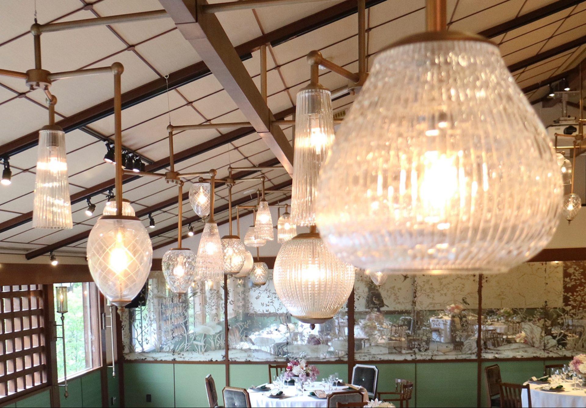 京都の落ち着いた結婚式会場ザ ソウドウ ヒガシヤマ キョウトのランプが印象的な華やかな披露宴会場 THE PAGODA
