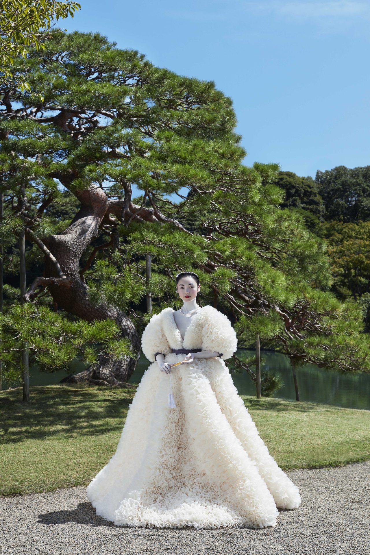 デザイナーTOMO KOIZUMIとウェディングドレスのセレクトショップ THE TREAT DRESSINGのアトリエから誕生したブランドTREAT MAISON(トリート・メゾン)がコラボレーションをしてウェディングコレクションを発表。女優、古川琴音さんご着用のウェディングドレスのご紹介。