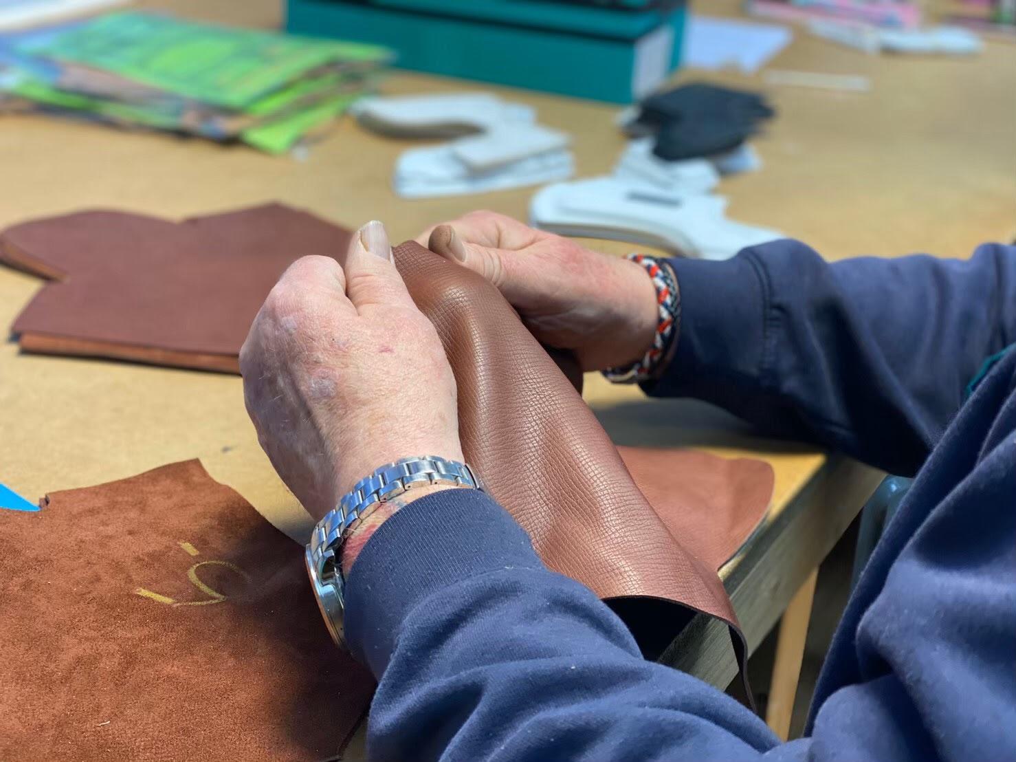 THETREATDRESSINGでお取り扱いのあるEDWARD GREEN(エドワード グリーン)のシューズは靴作りの聖地とも言われるイギリス、ノーサンプトンの工場で熟練のクラフトマンにより、一足一足伝統的な手作業で作られています
