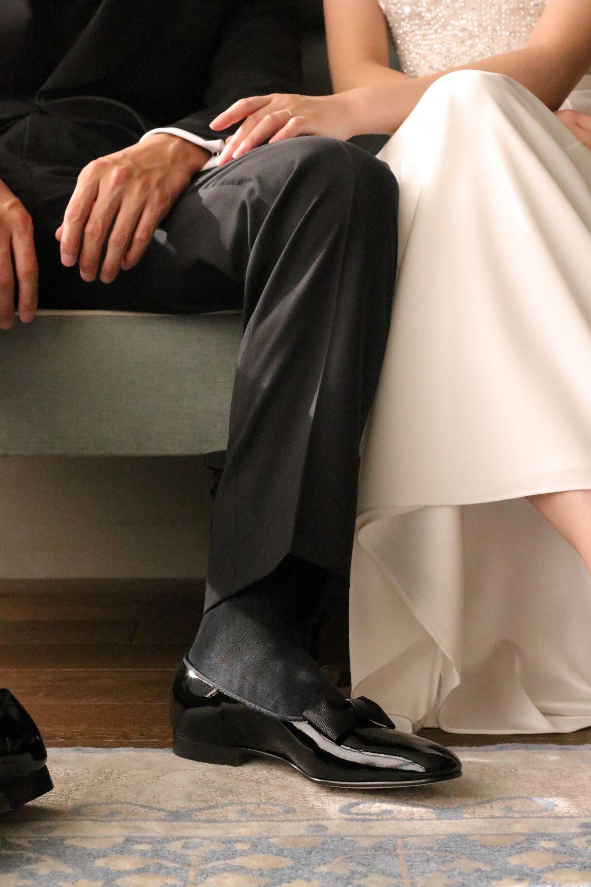 トリートドレッシングでは、シルクやの美しいインポートのウエディングドレスをお召し頂く新婦様の隣をエスコートするのに相応しいタキシードの着こなしをシューズもプラスしてトータルコーディネートでご提案いたします