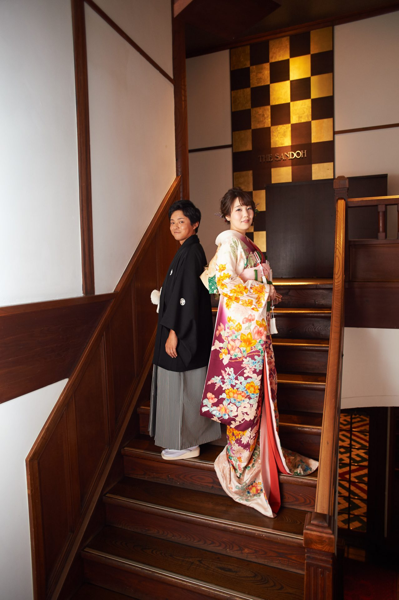 華やかな和装でのお式は、参列のゲスト皆様の心に響く忘れられない1着です。窓から映し出す日本庭園に美しく映えます。