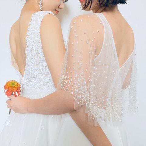 FGK花嫁にご提案したい刺繍や華やかなビーディングの透明感あふれるVバックのウェディングドレス