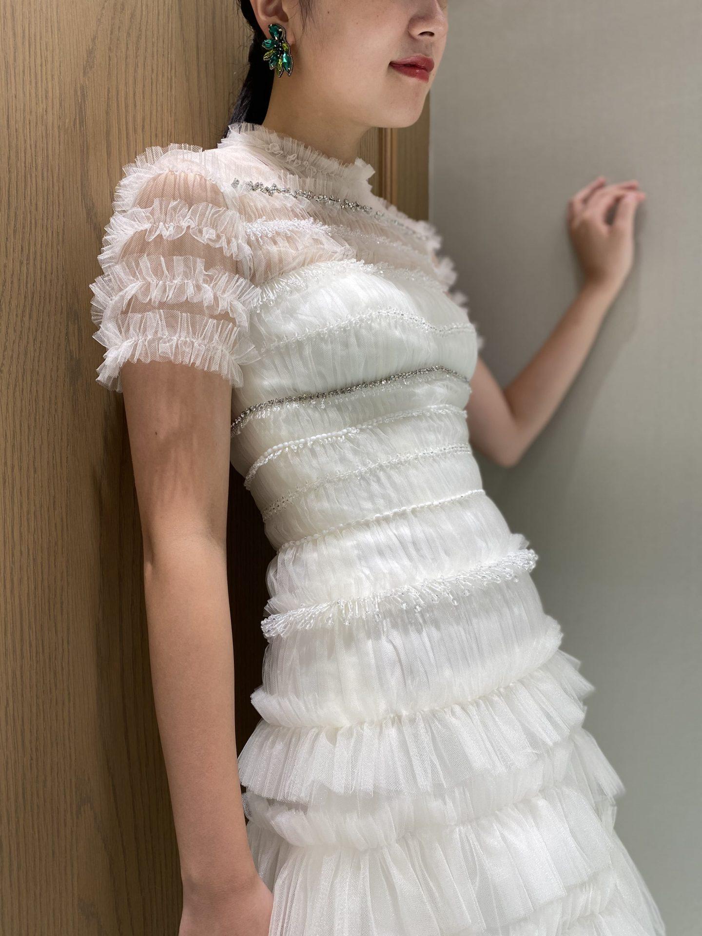 お洒落な花嫁様に人気のオランダ発祥のデザイナーが手掛けるエッジが効いたヴィクターアンドロルフマリアージュのウェディングドレス