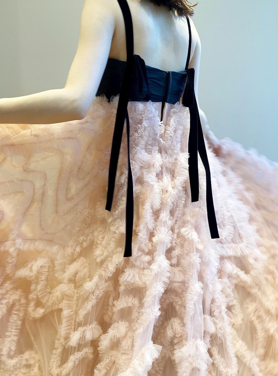 ザ・トリート・ドレッシングのブランド、トリート・メゾンのモダンでお洒落なカラードレス