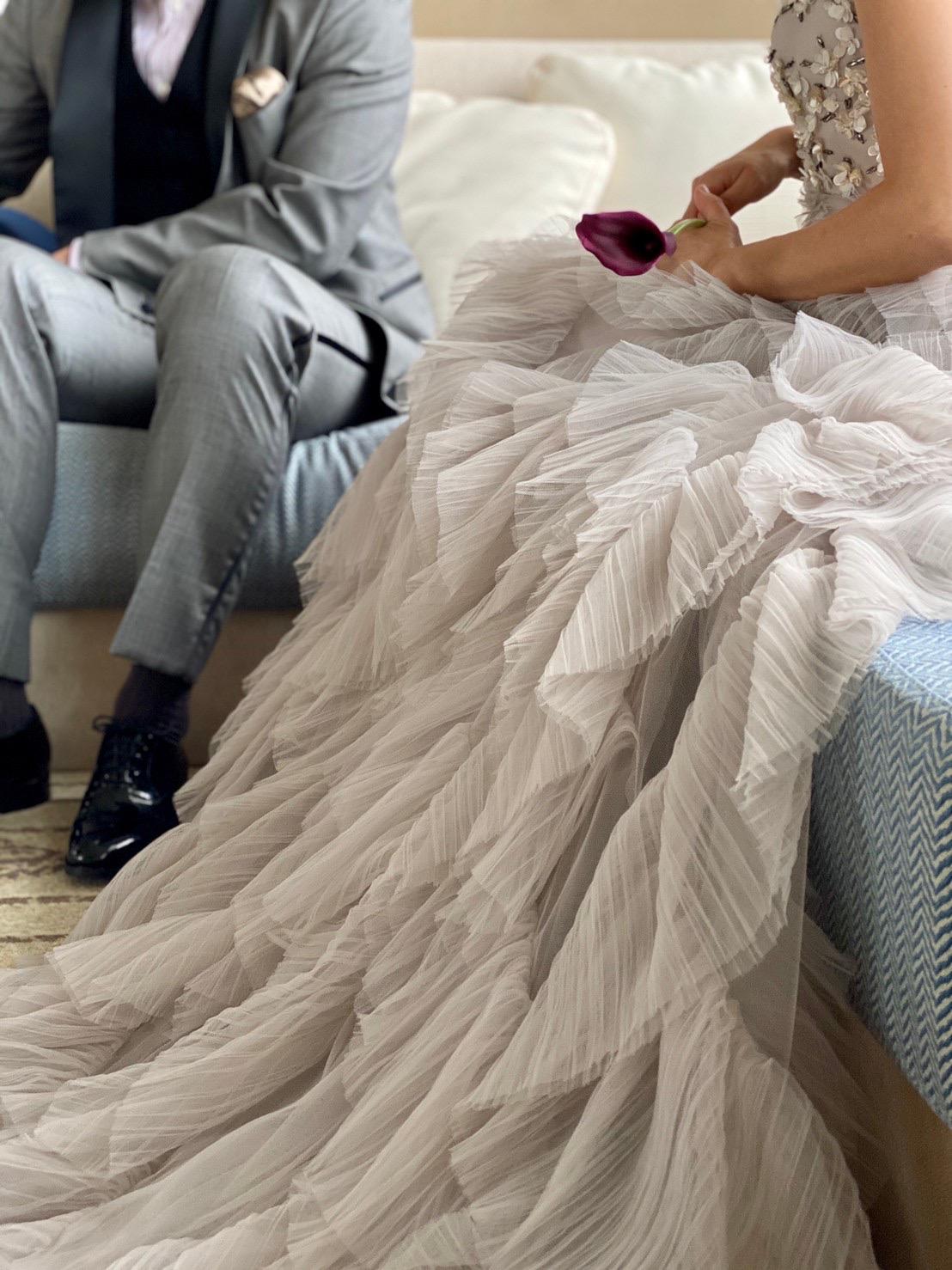 ザ・トリート・ドレッシング神戸店がお取り扱いするトリートメゾンのスカートのプリーツフリルと胸元のビジューがゴージャスな新作カラードレスのご紹介