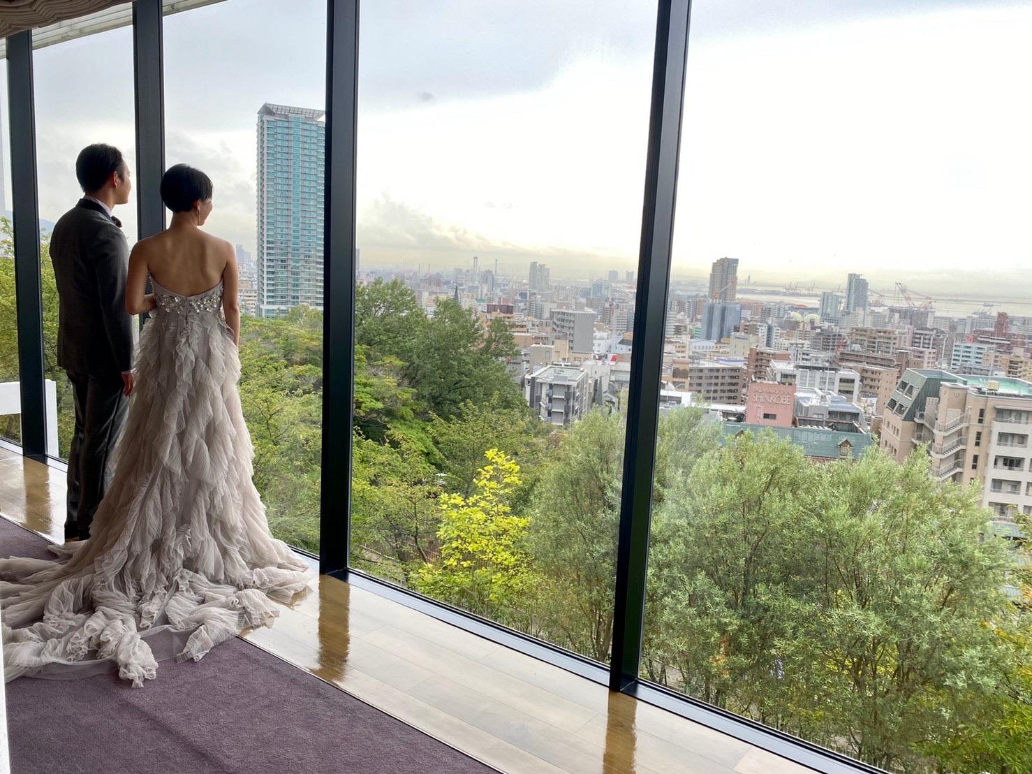 ザ・トリート・ドレッシング神戸店が提携する北野クラブ・ソラの神戸の街並みが一望できるミラージュ・ヴィラにおすすめのトリート・メゾンのカラードレスのご紹介