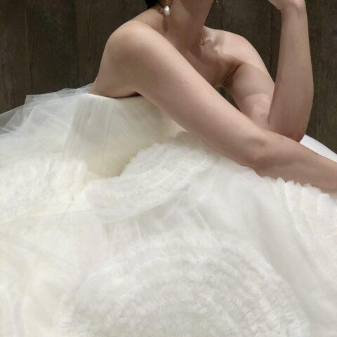 東京・表参道にあるTHETREATDRESSING ADDITION店より、新作として入荷したヴィクター&ロルフマリアージュ2020 FW Collection のスレンダーのウェディングドレスをご紹介いたします