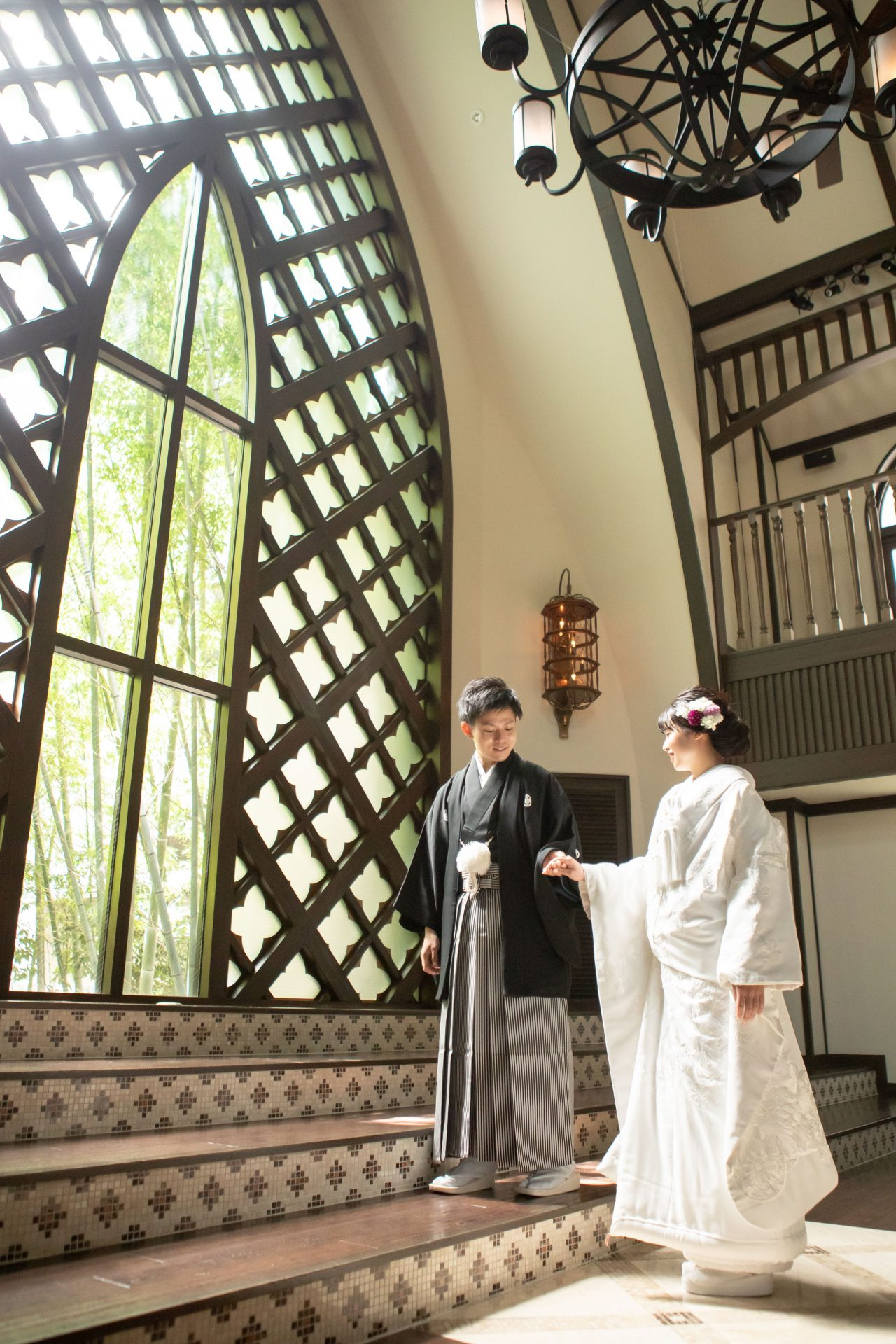 フォーチュンガーデン京都の光が差し込む開放的なチャペルで和モダンな雰囲気の和装前撮り