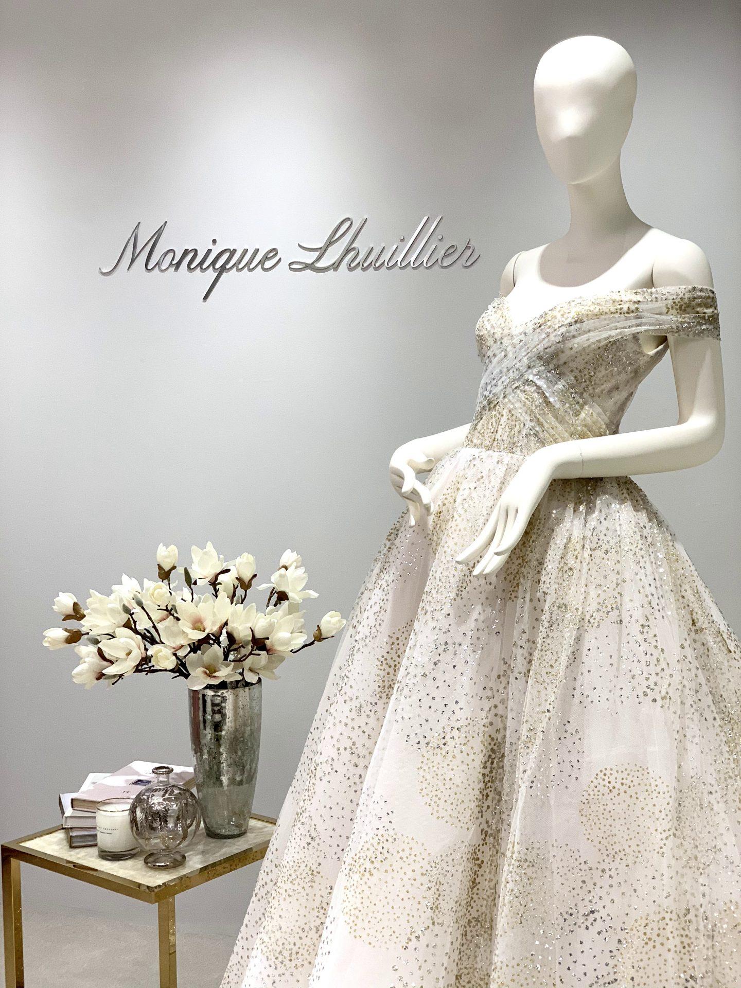 ゴールドのカラードレスがMonique Lhuillier(モニーク・ルイリエ)から新しく入荷