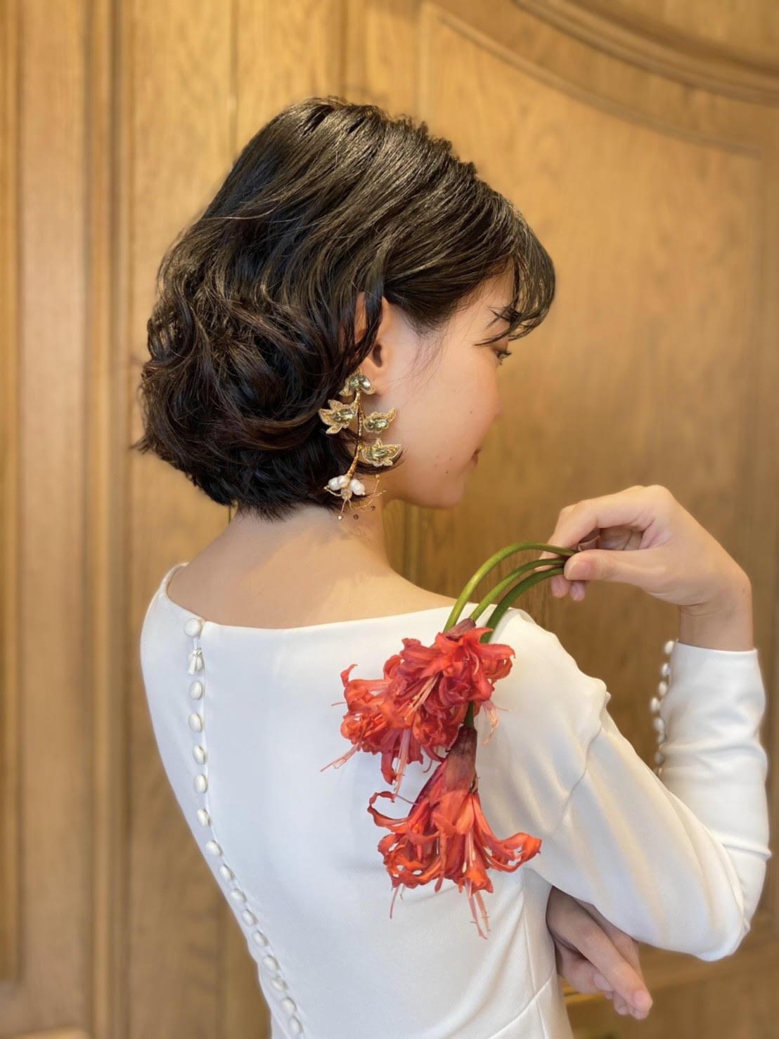 大人っぽい上質な雰囲気がお好きな花嫁様へTHE TREAT DRESSING名古屋店でおすすめのオスカー・デ・ラ・レンタのイヤリングのコーディネート