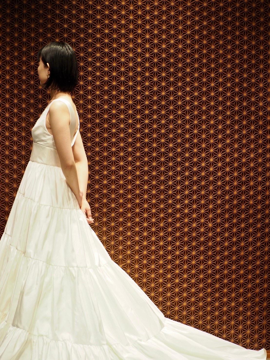 ティアードのスカートが特徴的なアムサーラのドレスのご紹介