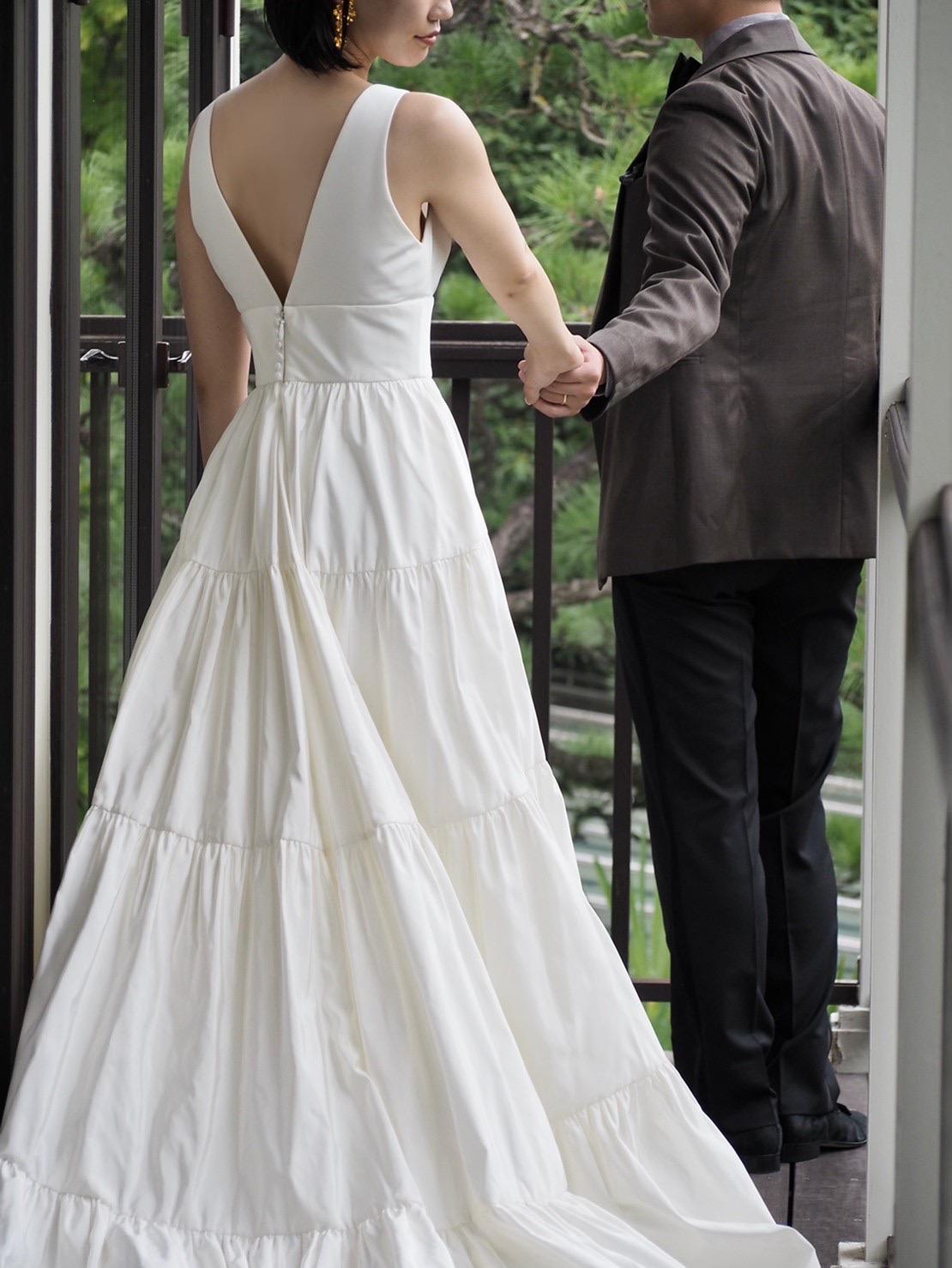 トリートドレッシング神戸店にてお取り扱いのあるショルダー付きのウェディングドレスのご紹介