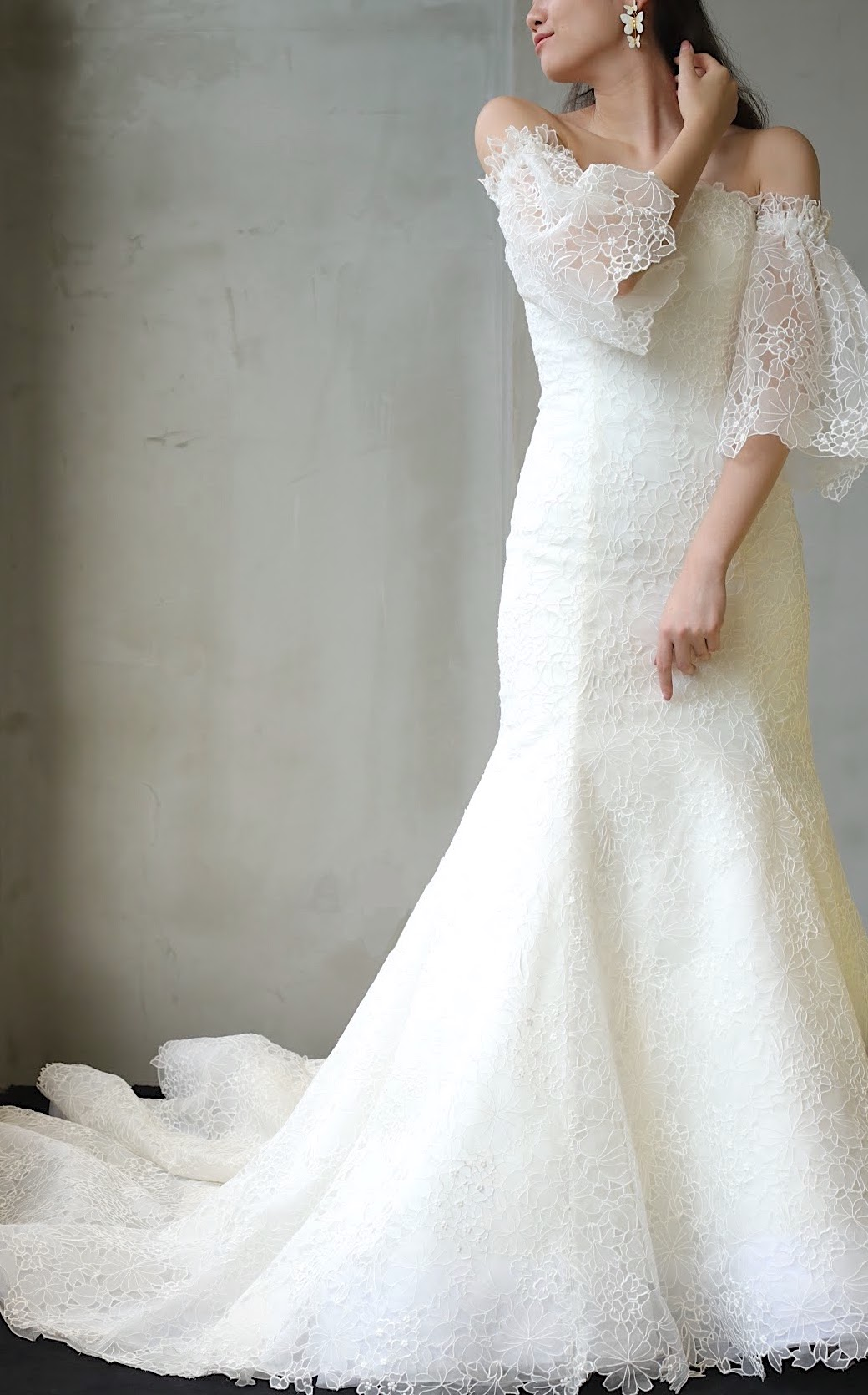 スタイルが綺麗に見えるマーメイドラインやスレンダーラインのウェディングドレスは挙式や披露宴で過ごしやすい為、赤坂プリンスクラシックハウスでの少人数式や親族式のパーティーにもおすすめです