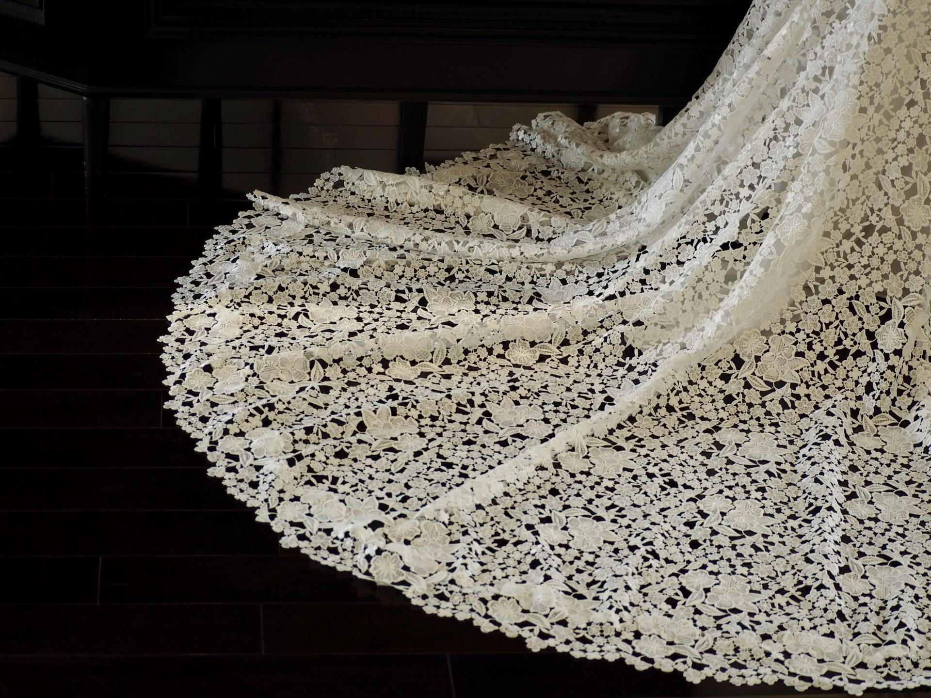 ギュピールレースが華やかなマーメイドドレスのご紹介