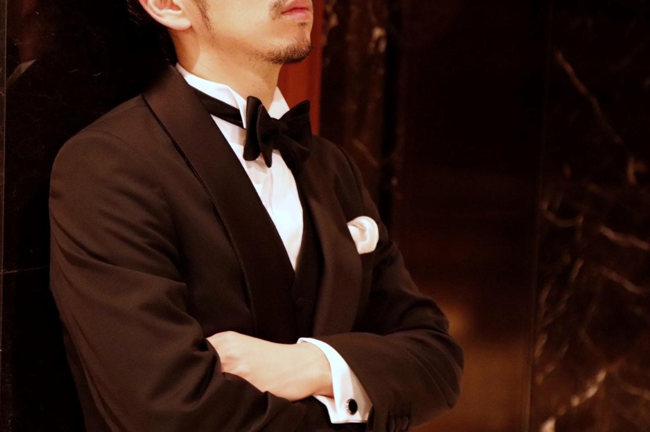 オリエンタルホテル神戸でご結婚式をするからこそ、フォーマルなブラックのオーダータキシードを取り扱う、神戸のTHE TREAT DRESSING(ザ・トリートドレッシング)KOBE店でご新郎様だけの1着をお仕立てになられるのはいかがでしょうか。