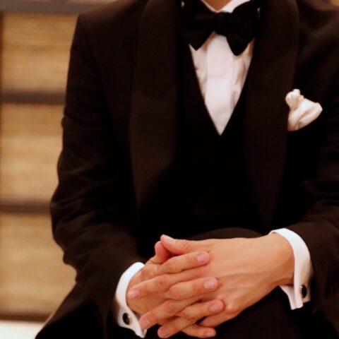 新郎様のお衣裳をオーダーメイドで作成するオーダータキシードはご結婚式にふさわしい装いを叶えてくれます