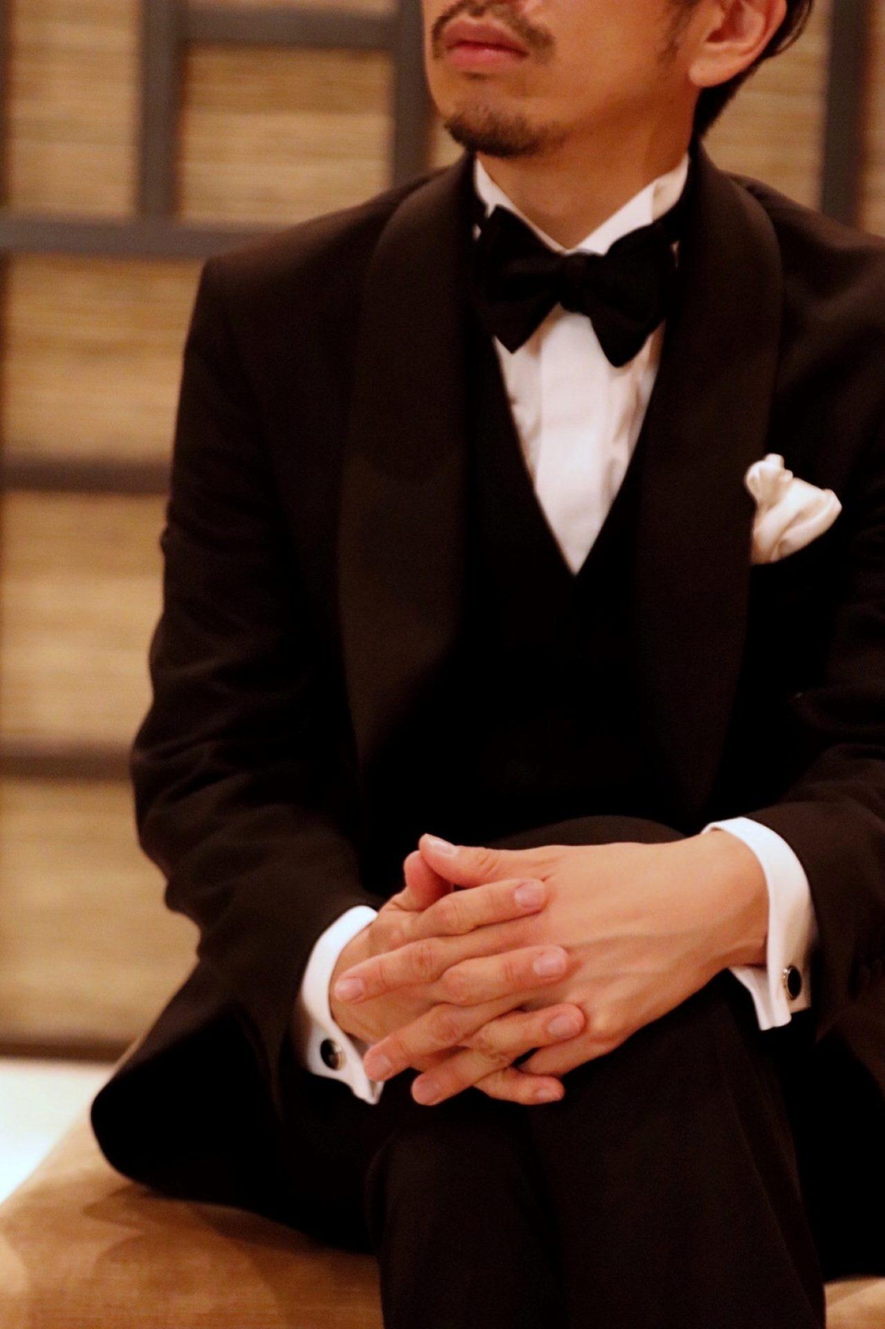 ご新郎様がお召しになるブラックのオーダータキシードを神戸のTHE TREAT DRESSING(ザ・トリートドレッシング)KOBE店にてお取り扱いしております。