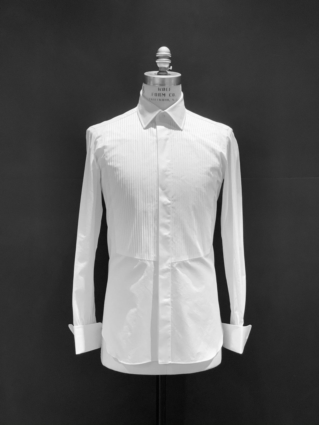 ザ・トリート・ドレッシングでお取り扱いするイタリアブランド、アヴィーノ・ラボラトリオ・ナポレターノ(AVINO Laboratorio Napoletano)は8工程のパーツをハンドで縫製しているのイタリア製の白のドレスシャツです。