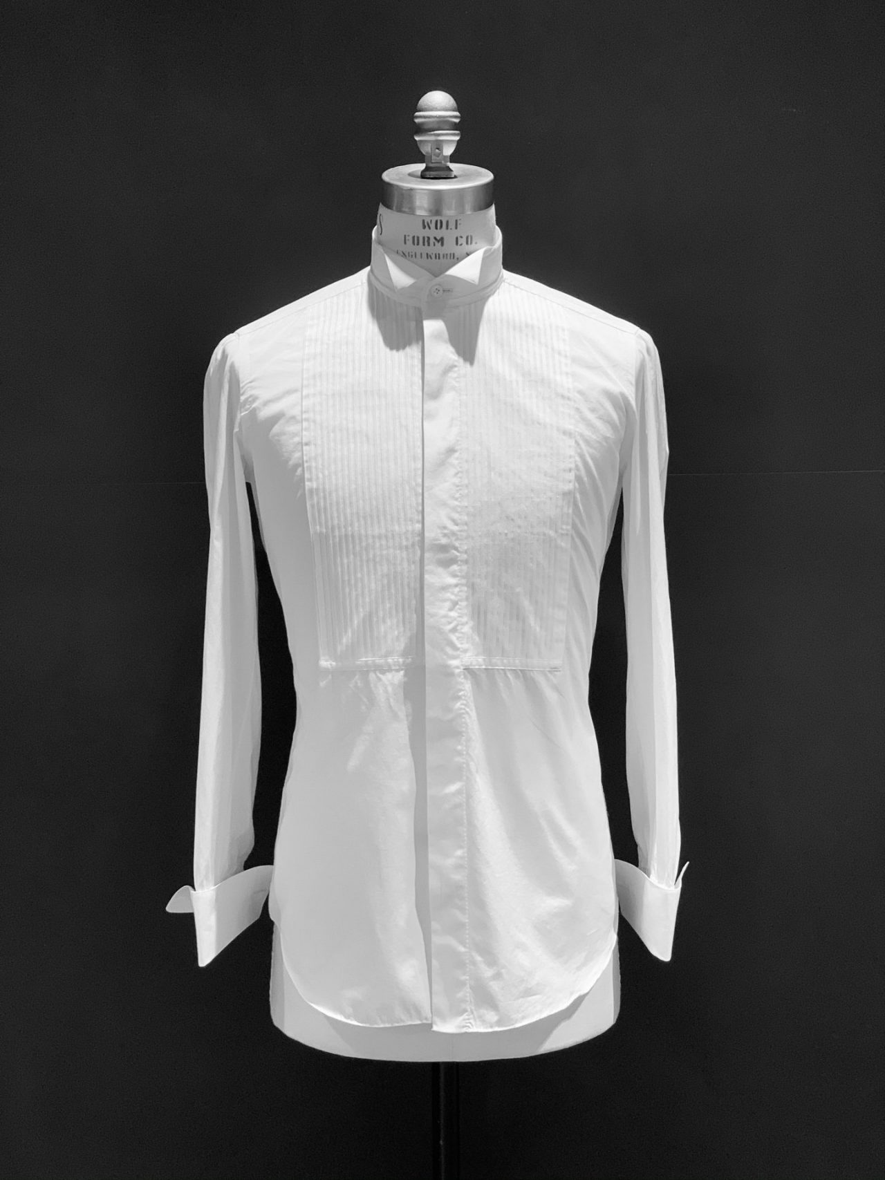 ザ・トリート・ドレッシングでお取り扱いするオランダブランド、ハンドレッドハンズ(100HANDS)は職人の100手の工程を通り、124名の職人が裁断から全てハンドで生産するオランダ製の白のドレスシャツです。
