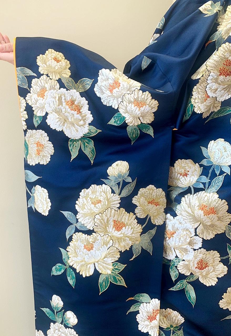京都の和モダンな会場や京都の前撮りにもおすすめの紺色の上品でモダンな色打掛
