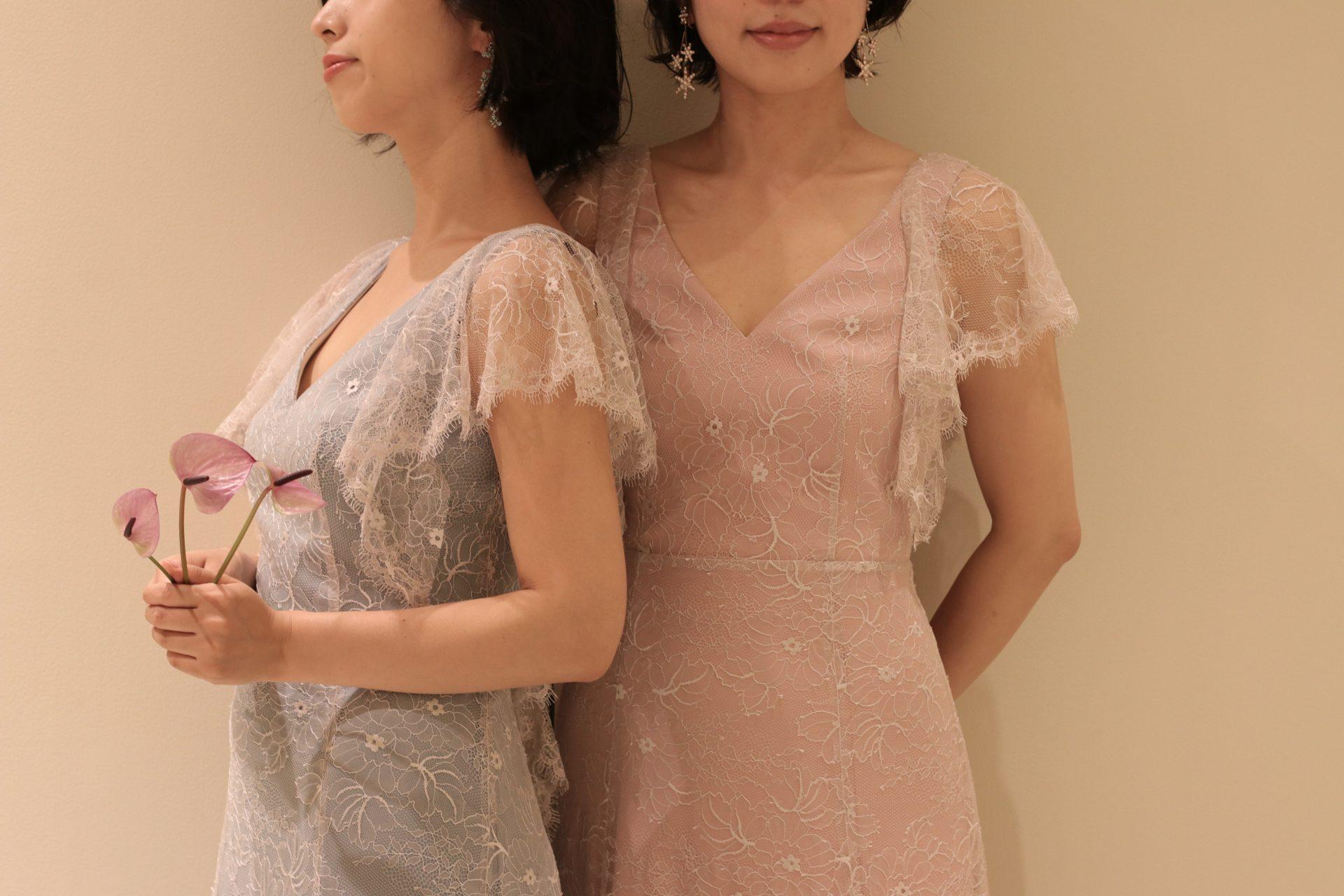 東京表参道にあるドレスショップ、ザ・トリート・ドレッシングからご紹介させていただくのは、ピンクとブルーのニュアンスカラーが特徴の、お洒落な花嫁様におすすめしたいカラードレスです