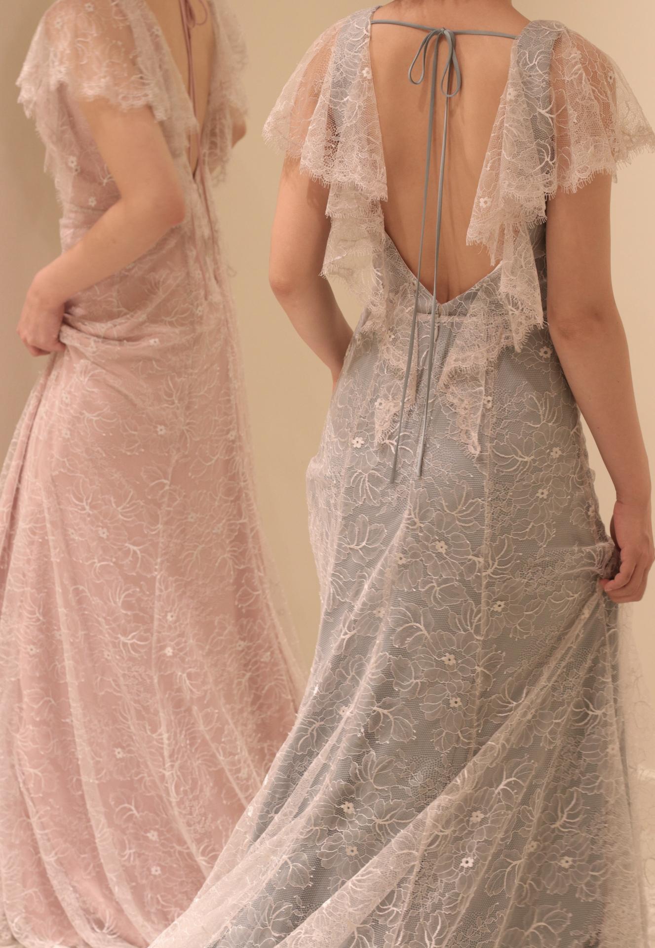 お背中を美しく魅せるバックスタイルが人気のザ・トリート・ドレッシングの新作カラードレスは、前撮りやフォトウェディングなどでも写真映えするデザインです