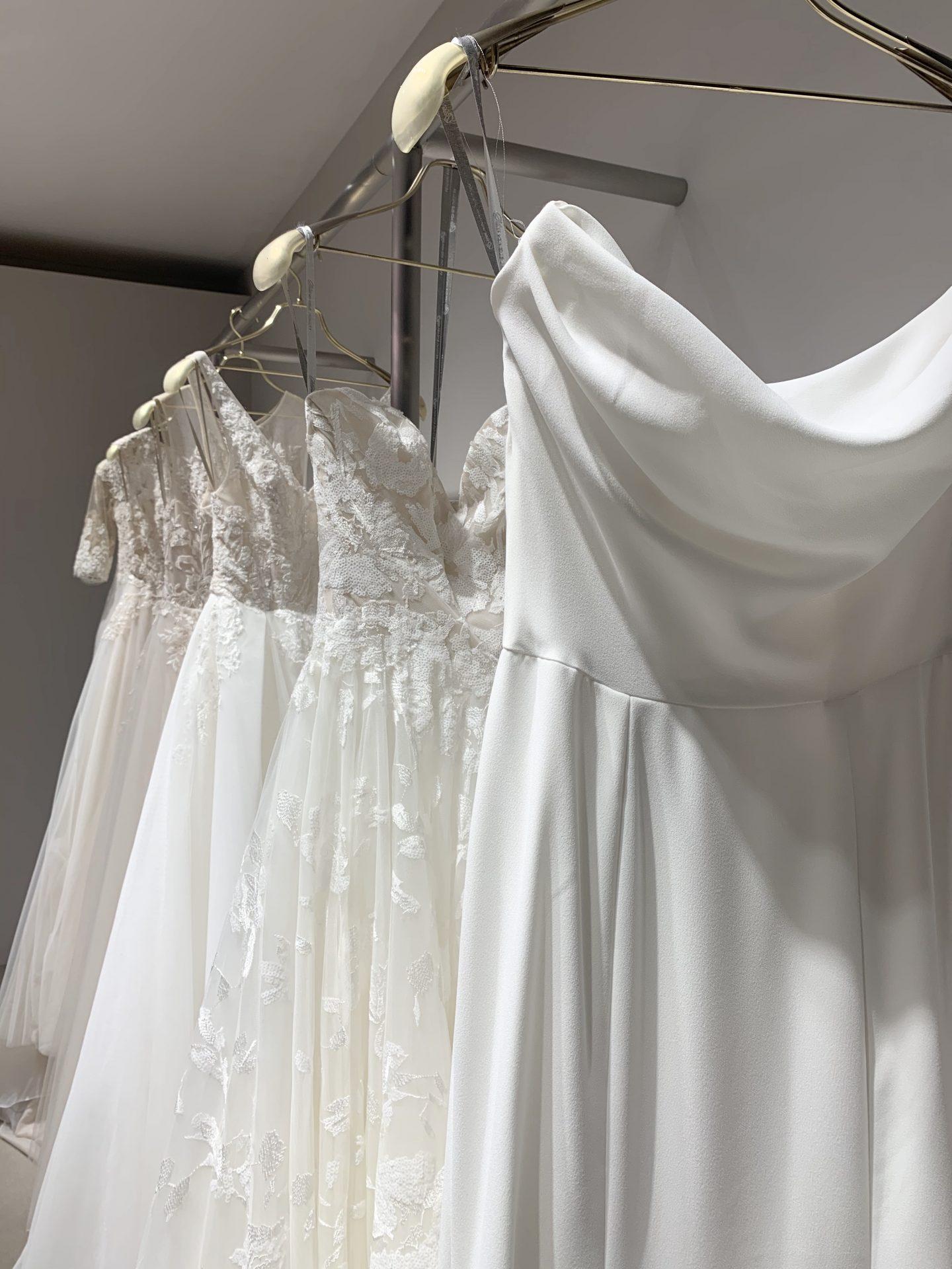 新作のBLISS Monique Lhuillier(ブリス モニーク・ルイリエ)のウェディングドレスが関西初めてのインショップに入荷いたしました