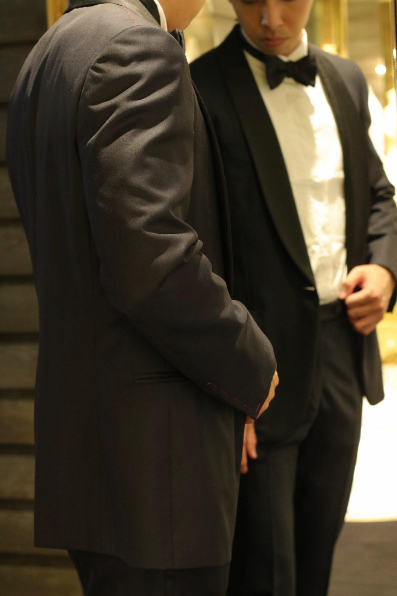 新郎様のレンタルタキシードや販売タキシードをご用意している、表参道にあるTHE TREAT DRESSING ADDITION店(ザ・トリート・ドレッシング アディション店)では新婦様のウェディングドレスやカラードレスに合う、ブラックのフォーマルなタキシードスタイルが人気です