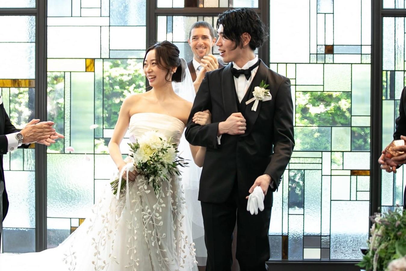 ザ・コンダーハウスでお式や前撮りをされるご新婦様におすすめのオスカーデラレンタのAラインのウェディングドレス