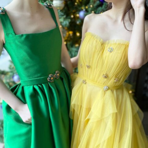トリートドレッシング旧居留地店の新作カラードレスはリームアクラのグリーンとイエローのおしゃれなカラードレス